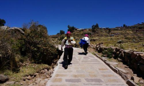 Zdjecie PERU / Taquila, wyspa na jeziorze Titicaca / Na jednym z wielu szlaków... / Potomkowie Inków