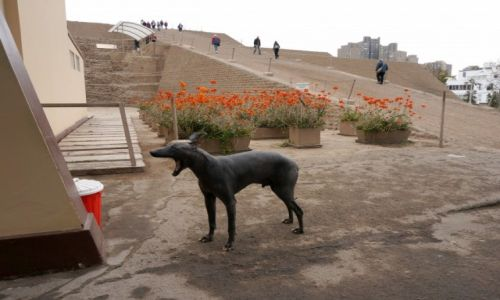 Zdjęcie PERU / LIMA /  Museo de Sitio Huallamarca / Nagi pies peruwiański.