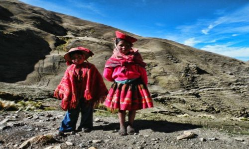 Zdjecie PERU / Ollantaytambo / Dolina Patacancha / Peruwiańskie dzieci w drodze do szkoły