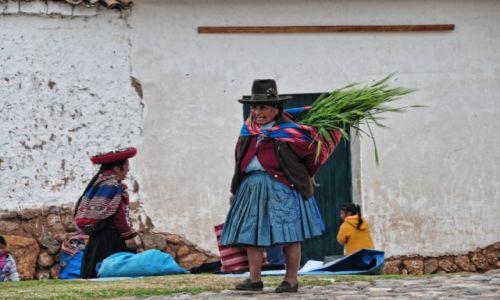 Zdjęcie PERU / Cusco  / Chinchero / Co Peruwianki noszą w mantach?