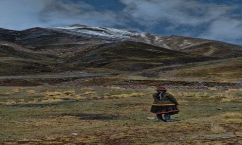 PERU / Ausangate / Wgorach / Zapatrzona na gory kobieta
