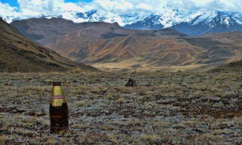 Zdjęcie PERU / Ollantaytambo / Gory / Piwko Cusqueña w gorach