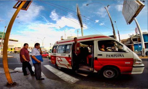 Zdjęcie PERU / Lima / lima / Peruwiański el cobrador w akcji