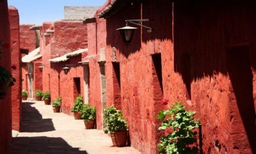 PERU / Arequipa / Klasztor Św.Katarzyny / Klasztorna uliczka