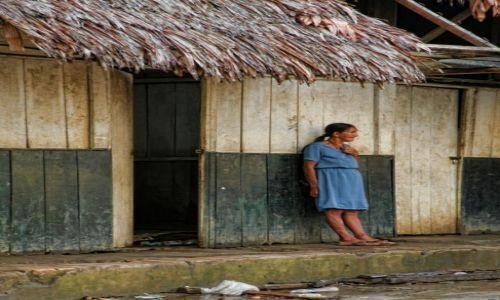 Zdjęcie PERU / Iquitos / Nauta / Kobieta zamyślona