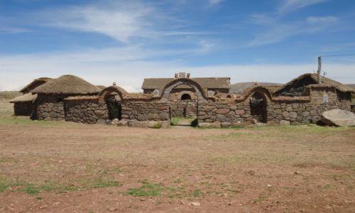 Zdjęcie PERU / Puno / okolice Sillustani / Charakterystyczne zagrody