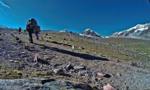 PERU / Cusco / Cordillera Vilcanota / Trekking w kierunku lodowca