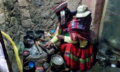 Zdjecie PERU / Cusco / Huacahuasi / Gotowanie w andyjskiej wiosce