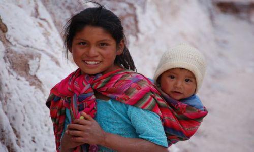 PERU / brak / Okolice Cusco - Saliny / Rodzeństwo - inne ujęcie...