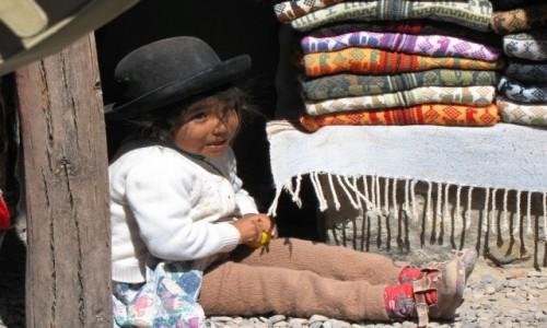 PERU / Andy / Jedna z prze��czy w Andach / Na prze��czy: mo�e kupi pani sweterek?