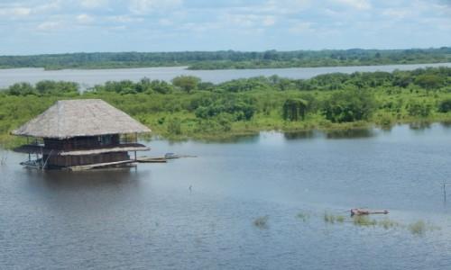 PERU / Iquitos / Amazonia / p�ywaj�cy dom