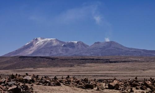 Zdjecie PERU / Arequipa / z przełeczy Mirador de los Andes 4 910 m npm / wulkan Sabacaya