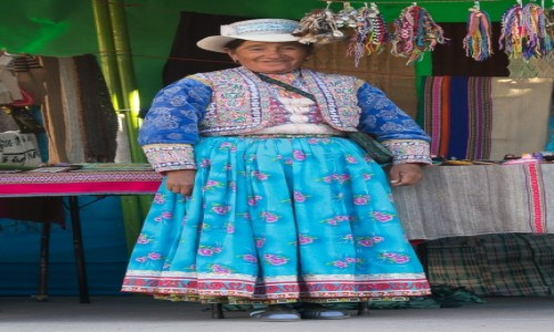 Zdjęcie PERU / Arequipa / Chivay / w tradycyjnym stroju