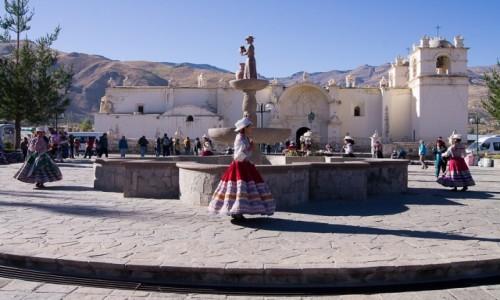PERU / Arequipa / wioska Yanque w dolinie Colca / Poranny taniec