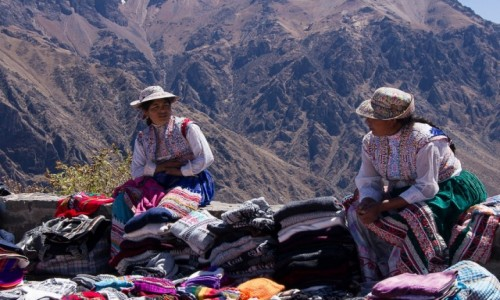 Zdjecie PERU / Arequipa / Cruz del Condor / Siedzimy gadamy