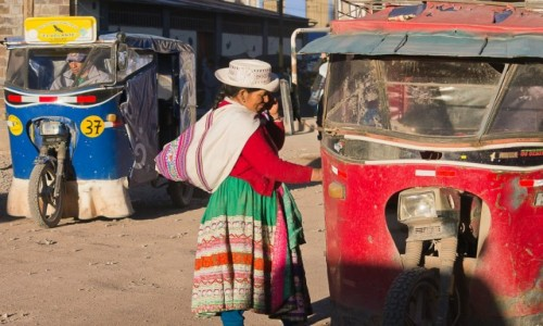Zdjecie PERU / Arequipa / Chivay / Pani wsiada czy