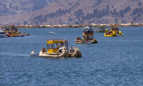 PERU / Jezioro Titicaca / wyspy Uros / Ruch jak na Canale Grande