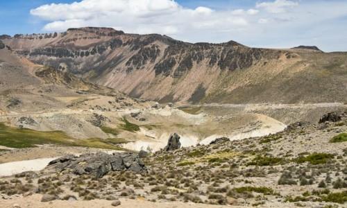 PERU / Arequipa / okolice Colca Valley / Krajobraz po drodze