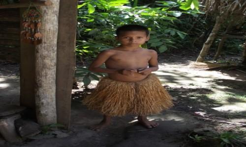 Zdjecie PERU / Amazonia / Amazonia / Chłopiec z amaz