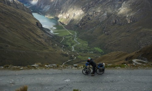 Zdjecie PERU / Huaraz / Huascaran / Daleko w dole