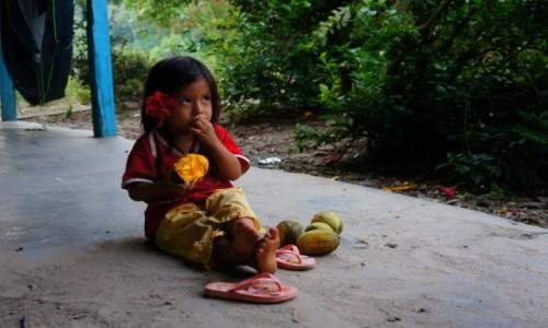 Zdjęcie PERU / Iquitos / Iquitos / Mała Indianeczka