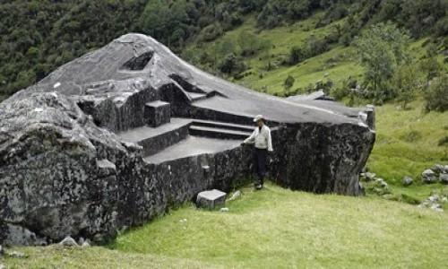 PERU / Vilcabamba / Vilcabamba / Yurac Rumi czyli biały kamień,