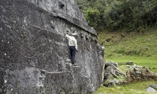 PERU / Vilcabamba / Vitos / Yurac Rumi