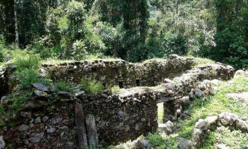 Zdjecie PERU / Vilcabamba / Vilcabamba / Fragmenty budynków w Wielkiej Vilcabambie  wybudowane z nieobrobionych kamien,i,
