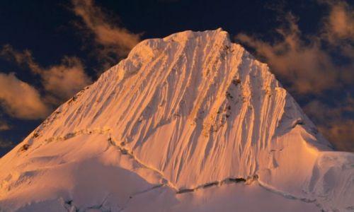 PERU / brak / Cordillera Blanca / na deser Alpamayo o zachodzie słońca