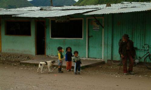 Zdjecie PERU / Wschodnie Andy / Oxapampa / Przed sklepem z butami (naprawdę!)