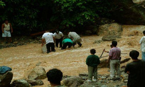 Zdjecie PERU / Andy / Pampa Hermosa / Droga po deszczu