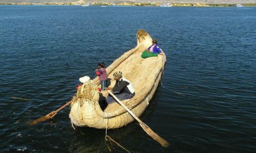 PERU / południe Peru / jezioro Titicaca / łódź trzcinowa