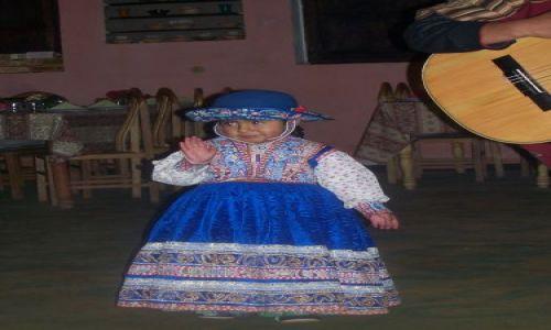 PERU / brak / Chivay / mała tancerka