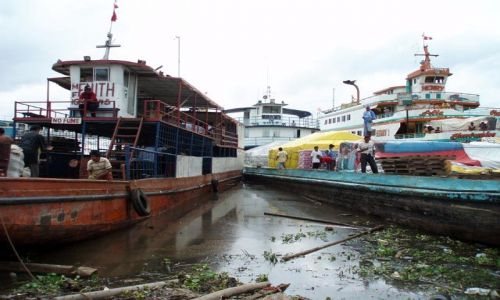 Zdjęcie PERU / amazonia (Loreto) / Iquitos - port w Masusa / towarowo - pasazerskie statki na Amazonce