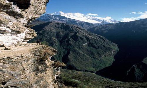 Zdjecie PERU / Cusco / kordyliera Vilcabamba / nad przepascia
