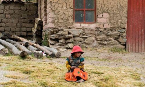 Zdjecie PERU / Cusco / Willoq / Dziecko w szkole we wiosce Willoq