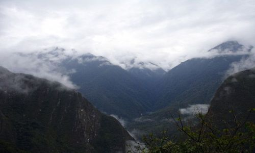 PERU / brak / Okolice Aguas Calientes / Gory - widok z drogi na Machu Picchu z Aguas Calientes