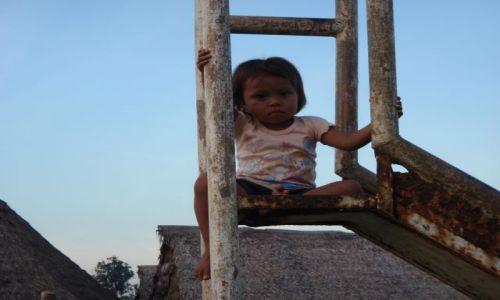 Zdjęcie PERU / Iquitos / 8 godzin łodzią od Iquitos / młoda Indianka