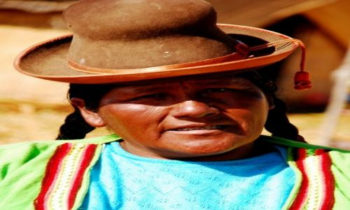 Zdjęcie PERU /  jezioro Titicaca / wyspa Uro / Indianka Uro. Peru. Wrzesień 2009