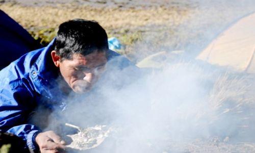 Zdjęcie PERU / Cordillera Occidental / oboz pod wulkanem Ampato 6288 mnpm / zaklinanie Bogow