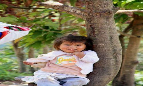 Zdjecie PERU / Pogórze Yungas / Coroico / dziecko gor