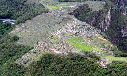 Zdjecie PERU / Andy / Kordyliery / widok z Wayna Picchu na MP - w dole mruczy Urubamba :D