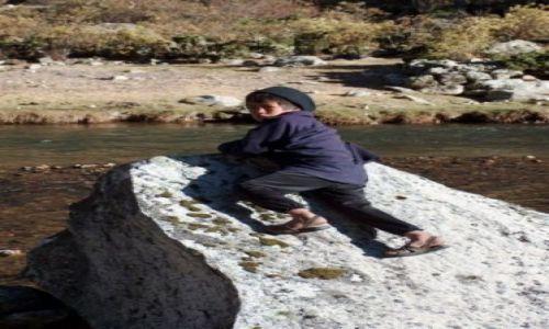 Zdjęcie PERU / Cordillera Huayhuash / Okolice Jeziora Jchuacocha / Dziecko z osady Jchuacocha
