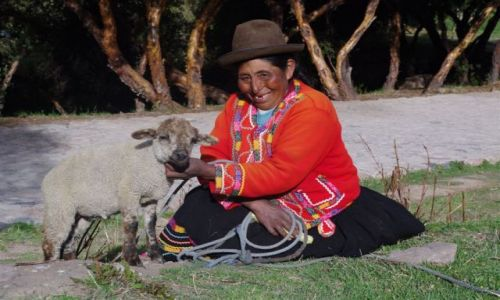 Zdjęcie PERU / Cusco / Tambomachay / Peruwianka