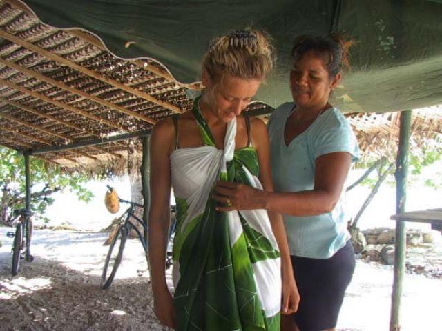 Zdjęcia: środek atolu ( 8 km do wioski) pole namiotowe, Wyspa Fakarava, Moda Polinezyjska, POLINEZJA FRANCUSKA