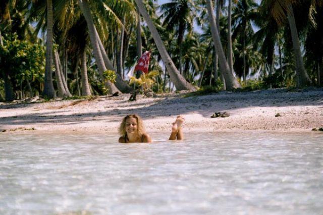 Zdjęcia: środek atolu ( 8 km do wioski) pole namiotowe, Wyspa Fakarava, Bez chłodnej wody trudno wytrzymać, POLINEZJA FRANCUSKA