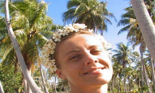 Zdjęcie POLINEZJA FRANCUSKA / Wyspa Fakarava / środek atolu ( 8 km do wioski) pole namiotowe / Plamy i kwiaty