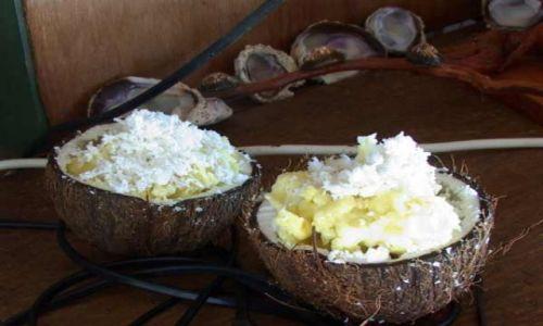 Zdjęcie POLINEZJA FRANCUSKA / Wyspa Fakarava / środek atolu ( 8 km do wioski) pole namiotowe / Palma to jedzenie