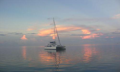 Zdjęcie POLINEZJA FRANCUSKA / Raiatea / Laguna / Po zachodzie słońca