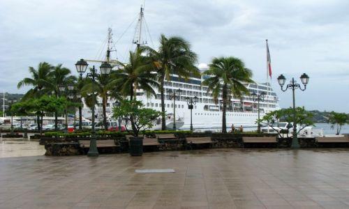 Zdjęcie POLINEZJA FRANCUSKA / Tahiti / Papeete / Port yachtowy i pasażerski
